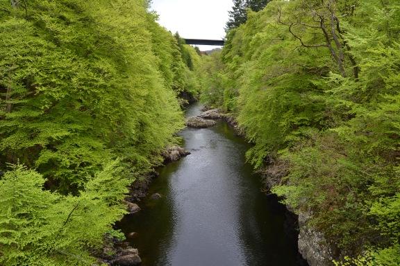 Vistas sobre el Foot Bridge del Río Tummel